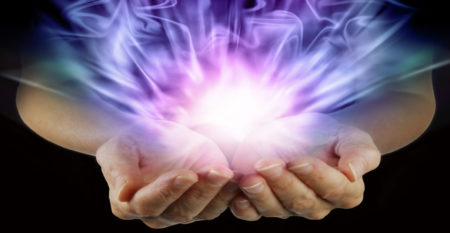 руки с энергией
